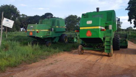 Adolescente é flagrado dirigindo colheitadeira em rodovia de Aragarças