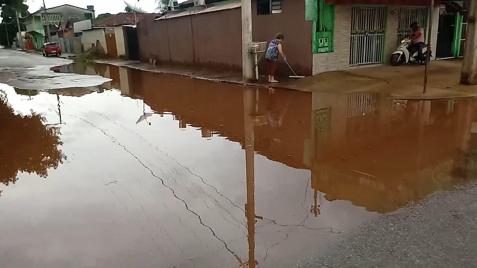 Chuvas intensas causam alagamentos em Aragarças - GO