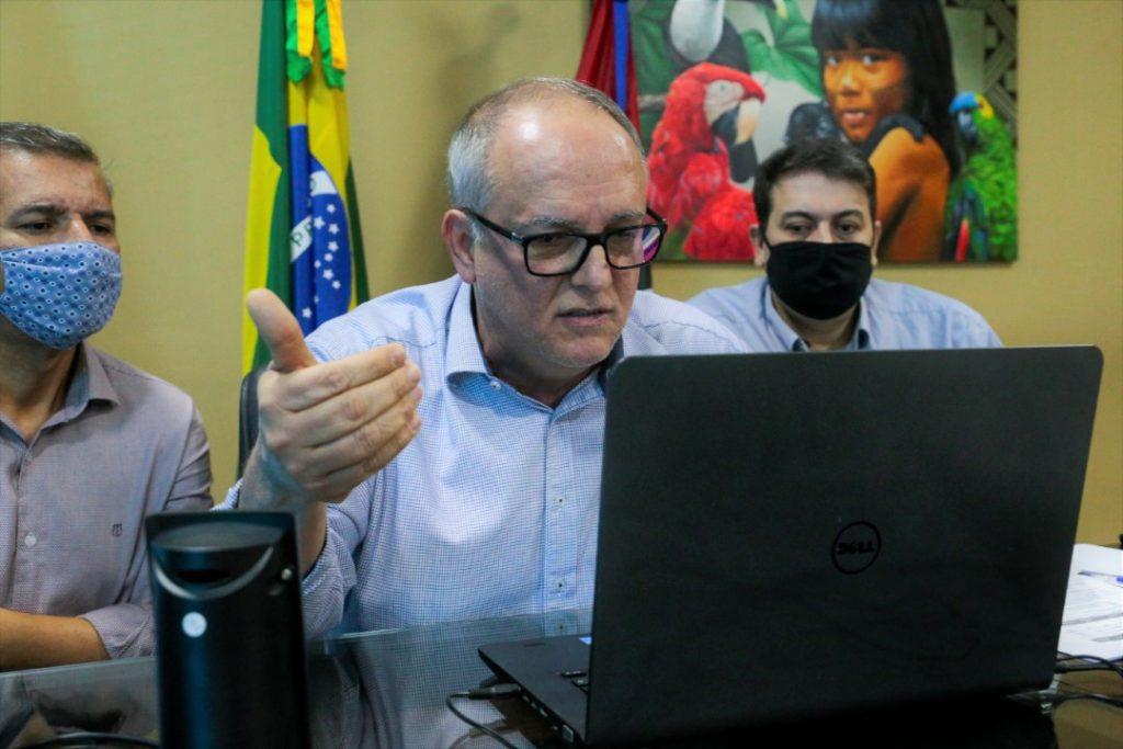 O prefeito de Rondonópolis Zé Carlos, durante a videoconferência com o Governador do Estado de Mato Grosso, Mauro Mendes. Imagem: Kawê Pires